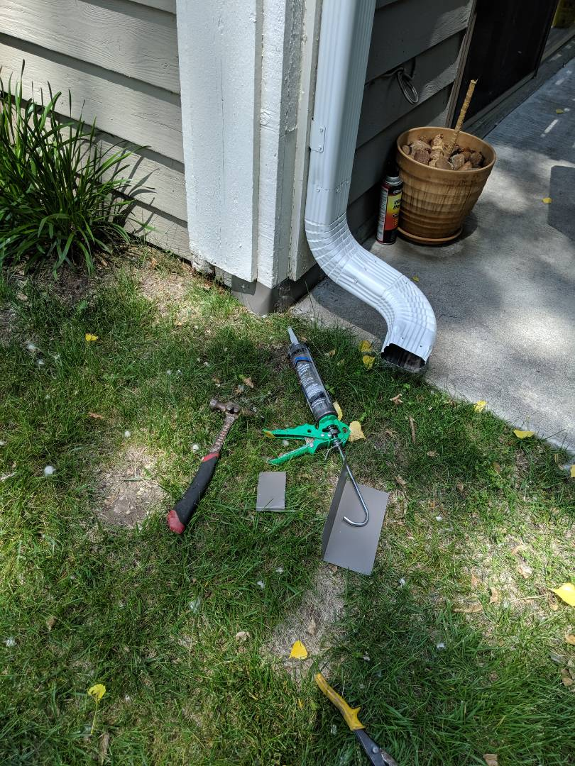 Eagan, MN - Plugging holes in the siding