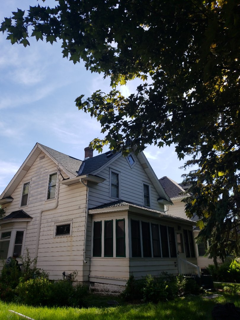 Saint Paul, MN - Beautiful new roof installed by Allstar Construction Residential in Minneapolis using Owens Corning Duration in Chateau Green.