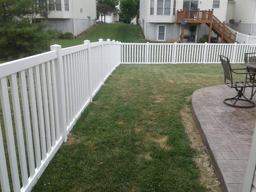 Wentzville, MO - Beautiful 4ft fence!