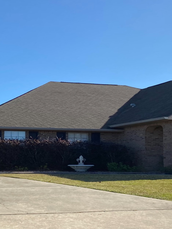 Milton, FL - Installed a 6 inch K style Seamless gutter in the clay color with new downspouts