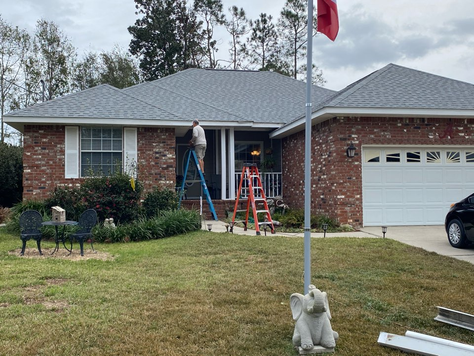 Lillian, AL - Getting ready to install 6 inch seamless gutters in white in Lilian Alabama.
