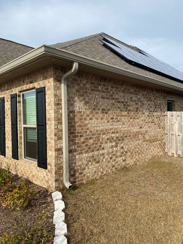 Crestview, FL - Installed 6 inch seamless gutters and Downspouts