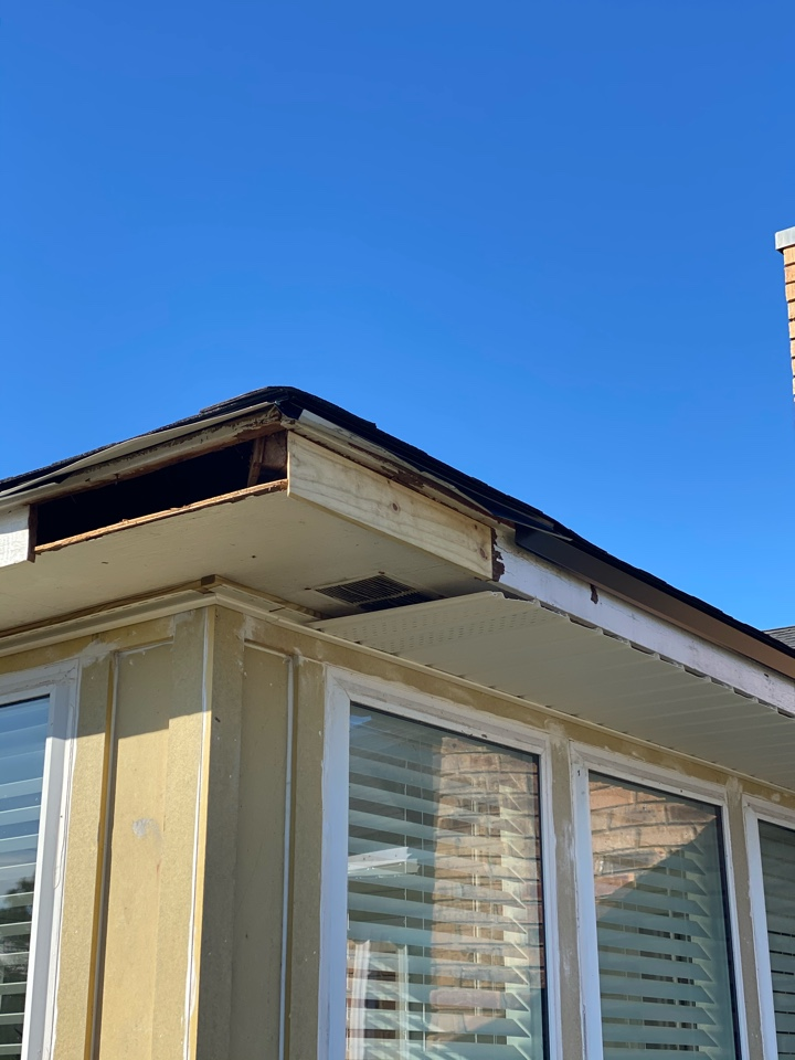 Pensacola, FL - Replacing wood rotted Facia board We will be installing vinyl soffit and facia metal over this