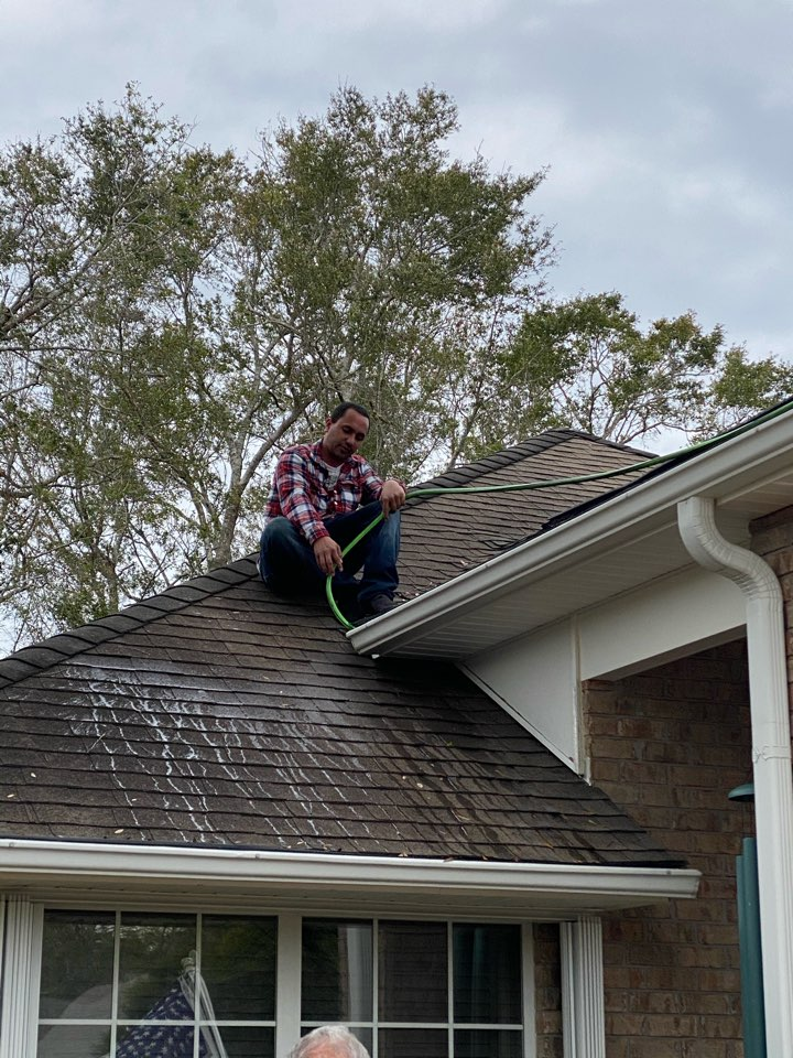 Milton, FL - Gutter cleaning service. We go above and beyond to clean your gutters to make sure they have proper drainage we also carry leaf guards that keep the gutters clean give us a call today for all of your seamless gutter, seamless Gutter repair, seamless gutter cleaning, vinyl siding repair vinyl siding insulation and any other home-improvement needs that you may have.