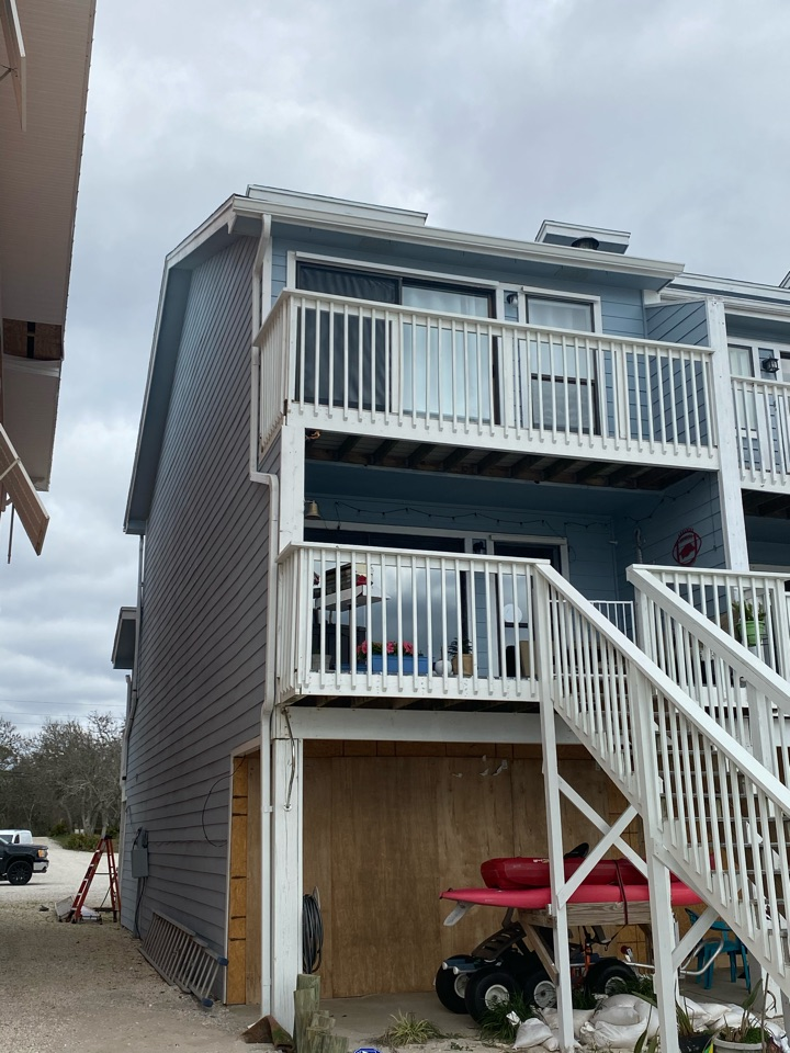 Pensacola, FL - Installed a 6 inch seamless gutter on this home in Perdido Key