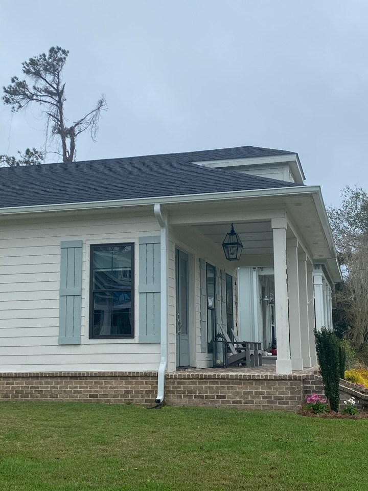 Pensacola, FL - Install new 6 inch seamless gutter and downspouts on this home in Pensacola Florida