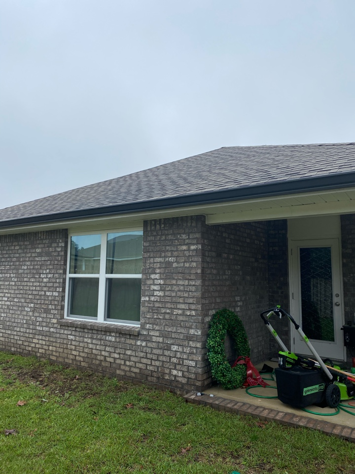 Crestview, FL - Install 6 inch seamless gutters and black color on this home in Crestview Florida