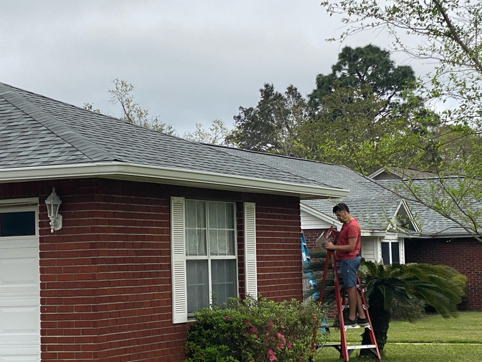 Pensacola, FL - Install 6 inch seamless gutters and downspouts on this home in Pensacola Florida