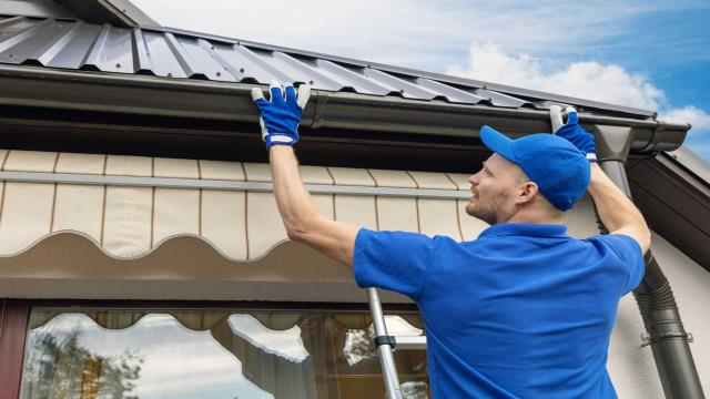 Elberta, AL - Seamless Gutters Repair Near Elberta:   We are your trusted seamless gutter installation company with highly skilled and experienced gutter installers. Call us today for all your residential gutter installation and commercial gutter installation needs.  Check This Out: https://seamlessgutterspensacola.com/