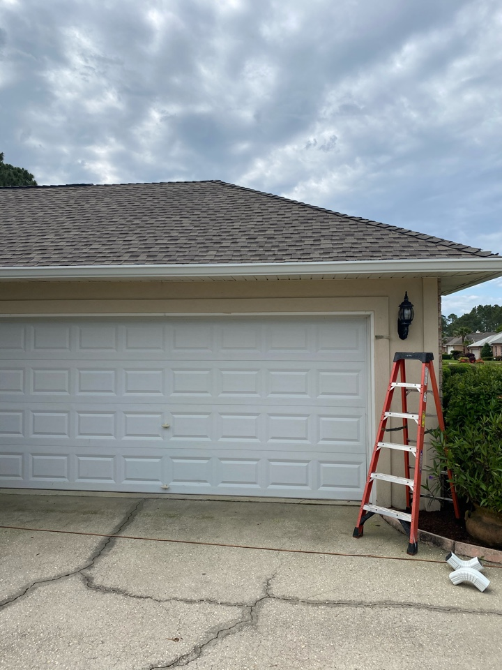 Gulf Breeze, FL - Installing new 6 inch seamless gutters and downspouts almost home in Gulfbreeze Florida