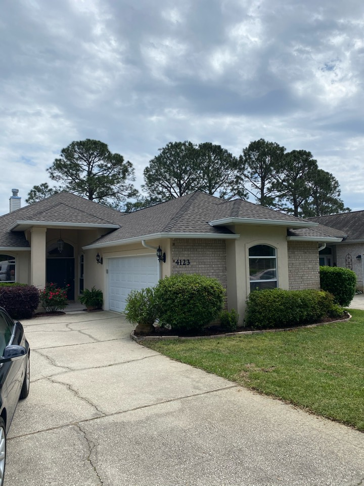 Gulf Breeze, FL - Install 6 inch seamless gutters and downspouts on this home in Gulfbreeze Florida