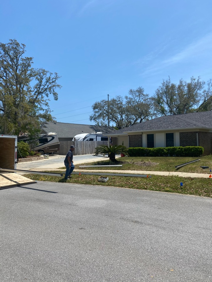 Gulf Breeze, FL - We are installing news 5 inch seamless gutters and leaf guards almost home in Gulfbreeze Florida