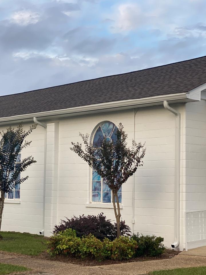 Century, FL - Install 6 inch seamless gutters on this church in Bratt  Florida