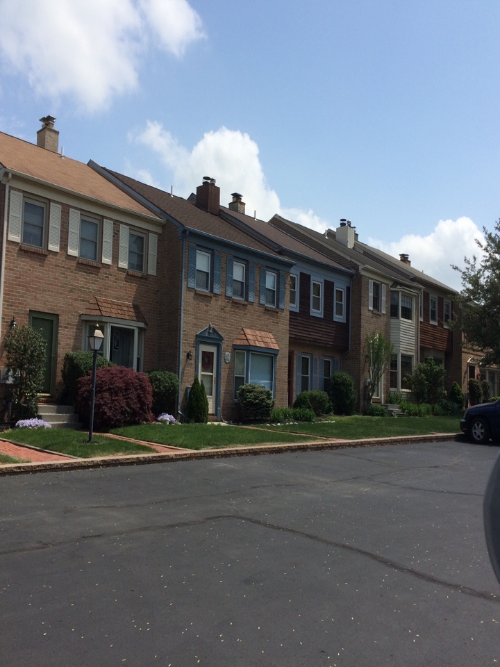 Skippack, PA - The Renewal by Andersen Fibrex window is a perfect fit for this town home in an neighborhood with an HOA