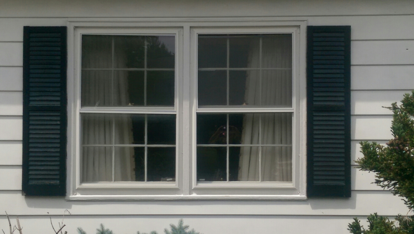 Dover, DE - In Dover Delaware replacing these rotted wood windows with the Renewal by Andersen Fibrex replacement window