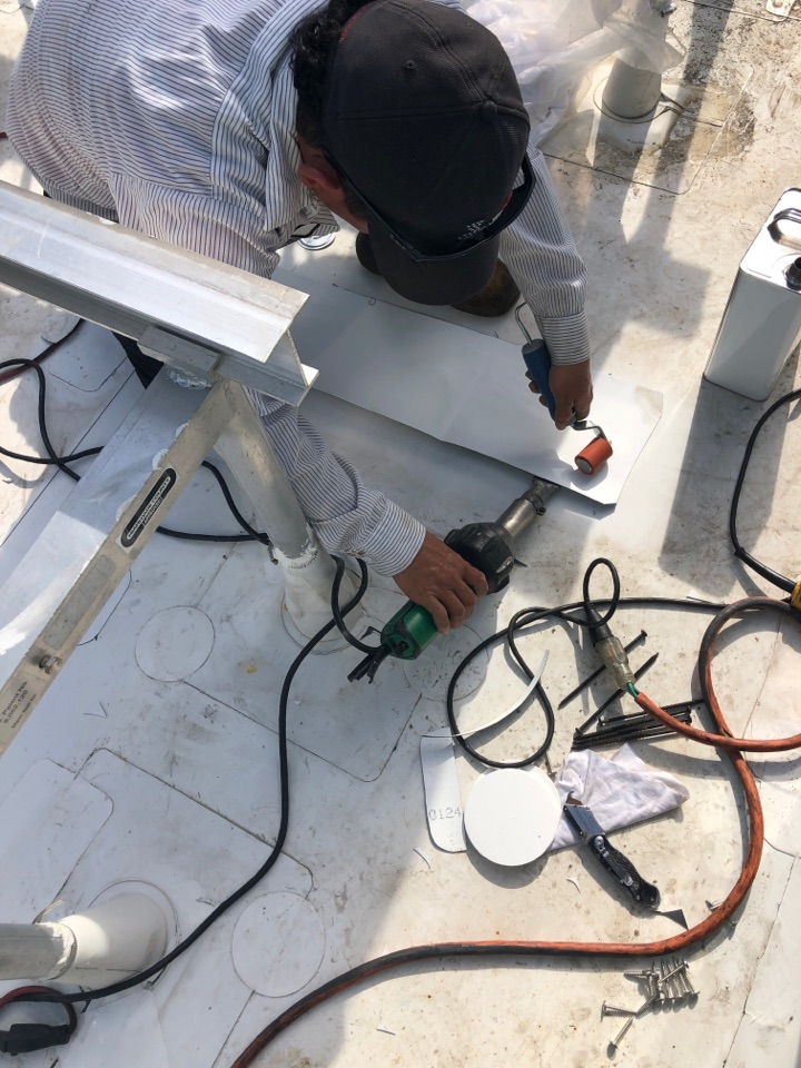Orlando, FL - At this moment we are doing a Comercial repairs