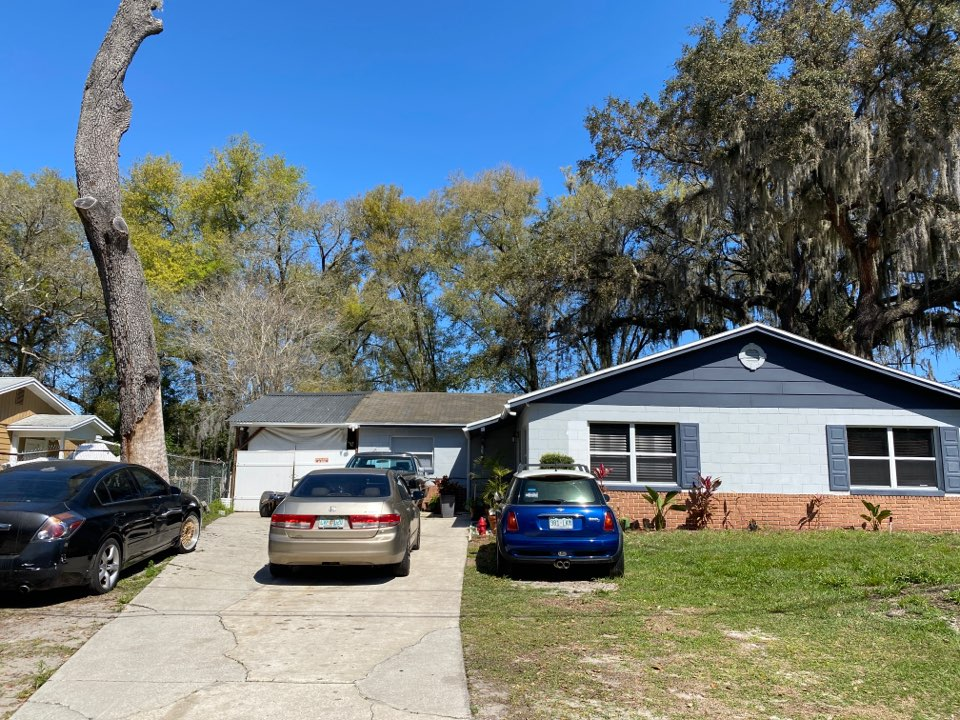 Orlando, FL - Performing a free roof inspection for a new shingle roof with IKO Cambridge shingles