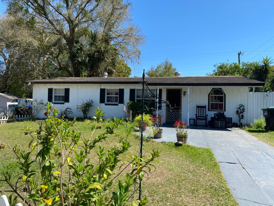 Orlando, FL - Giving quote for roof replacement