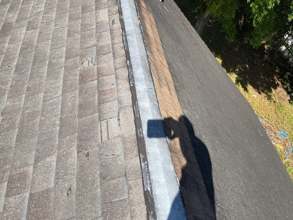 Orlando, FL - Older 3 dimensional shingle - roof has been repaired numerous times. Owner is ready for a new IKO Cambridge shingle roof