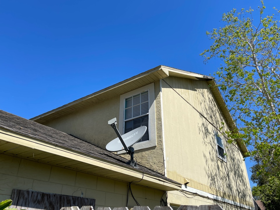 Orlando, FL - Split level home in need of new roof. Recommending a new IKO Cambridge shingle roof