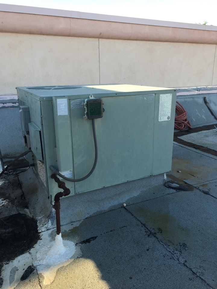 Palmdale, CA - Rheem commercial air conditioning package unit