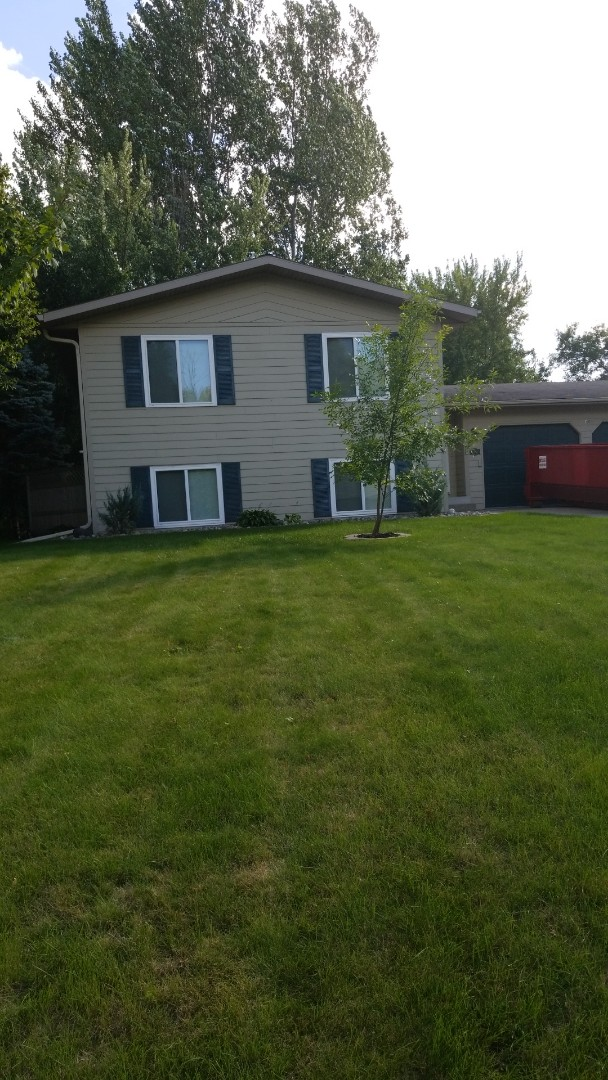 Detroit Lakes, MN - Homeowner is about to have a new Owens Corning designer Black Sable 50 year shingles.