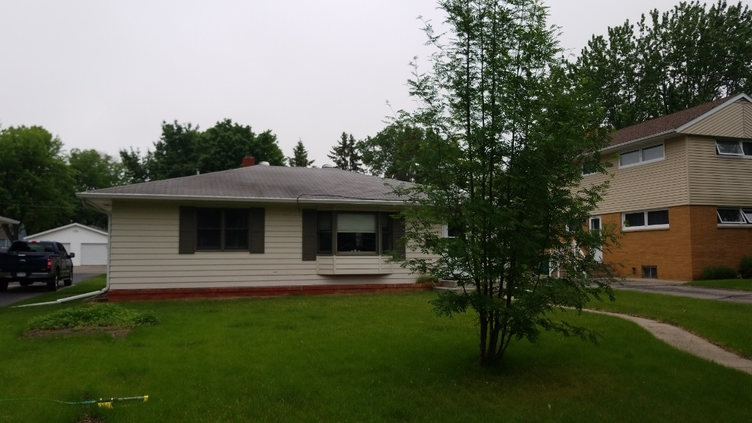 Detroit Lakes, MN - Providing a free estimate for vinyl replacement windows and shingle roof replacement