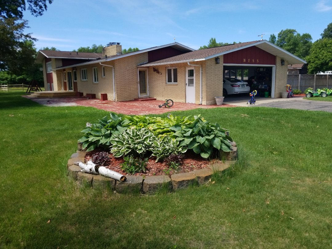 Detroit Lakes, MN - I am assisting the home owner with a free estimate for a shingle roof replacement and seamless gutters