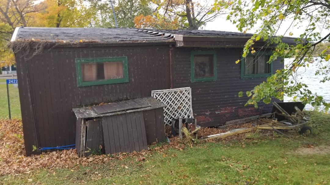 Pelican Rapids, MN - Assisted home owner with free estimate for insurance roof replacement and vinyl window replacement