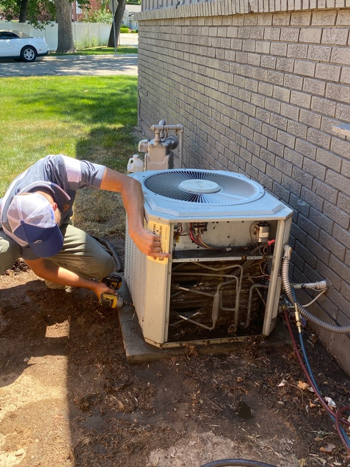 Boise, ID - Ac not working well cleaning outdoor coils.