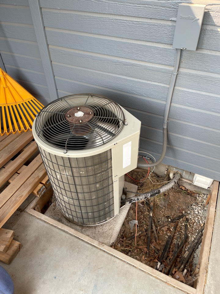 Meridian, ID - Providing a quote to replace ac unit.