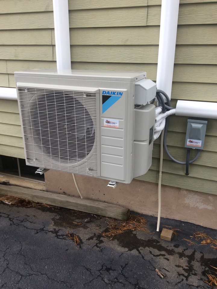 Middletown, PA - Air conditioner sevice, preventive maintenance and tune up ductless unit