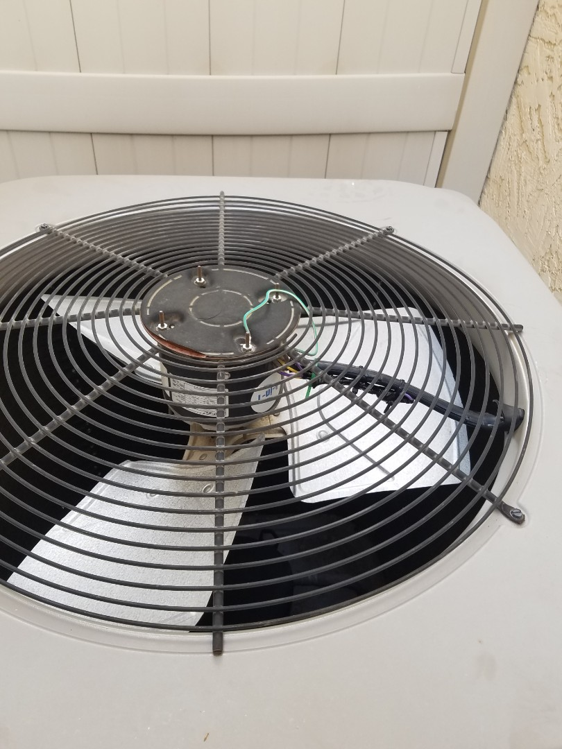 Goodyear, AZ - Doing a tune up and a condenser coil clean in Goodyear Arizona.