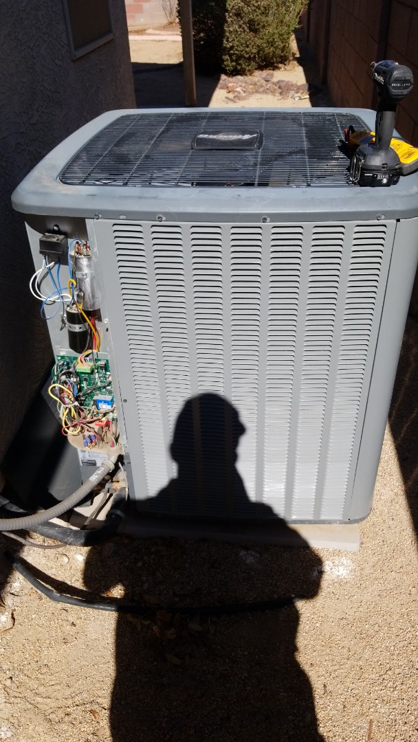 Avondale, AZ - Running a Service call on an A/C unit that was not cooling the home, here in Avondale, Arizona