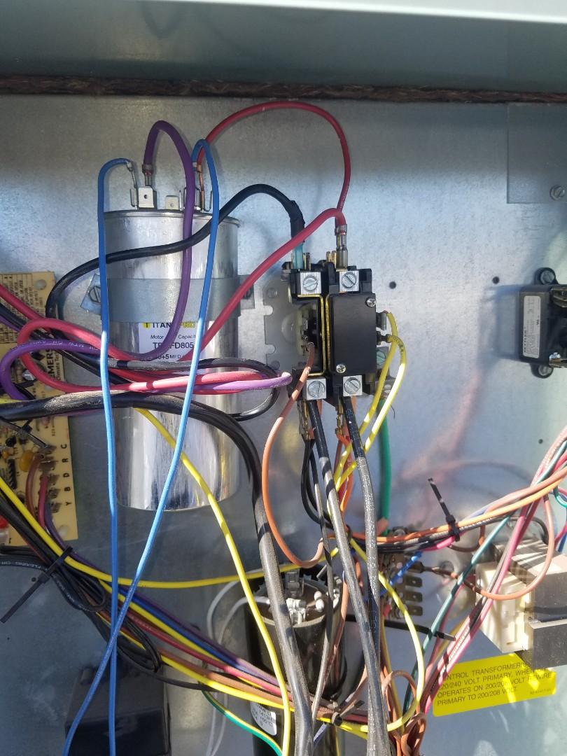 Phoenix, AZ - Doing a tune up in Phoenix Arizona on a Goodman heat pump.