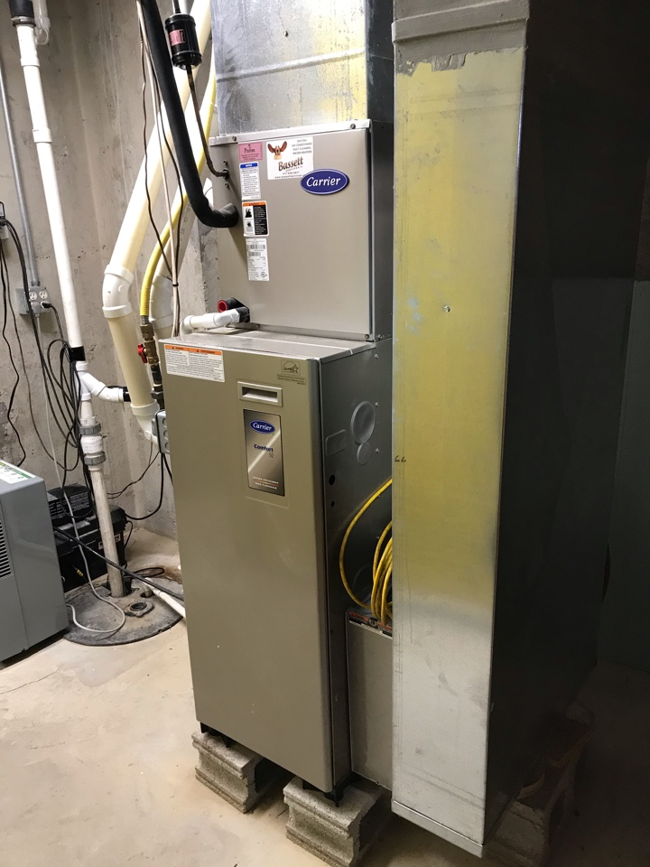 North Salem, IN - Cleaning and servicing a Carrier gas furnace