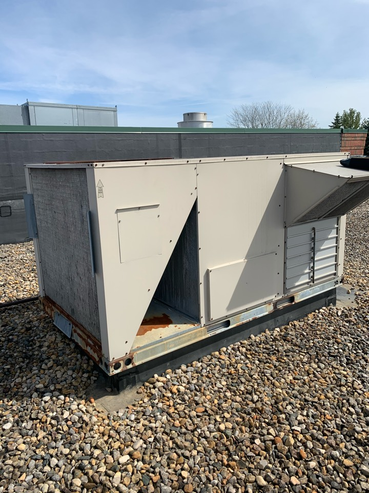 Brownsburg, IN - Annual cooling tune up and preventative maintenance on a Lennox rooftop unit.