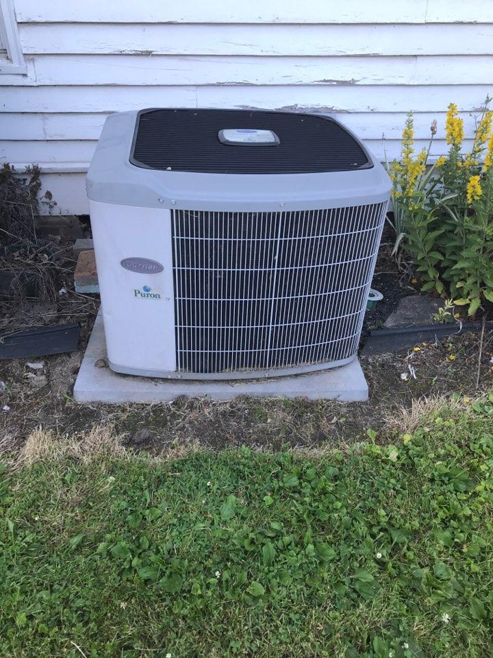 Stilesville, IN - Repairing a Carrier air conditioner
