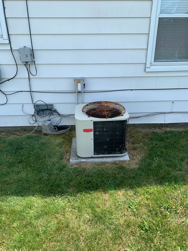 Pittsboro, IN - Service call repair on a Bryant ac unit.
