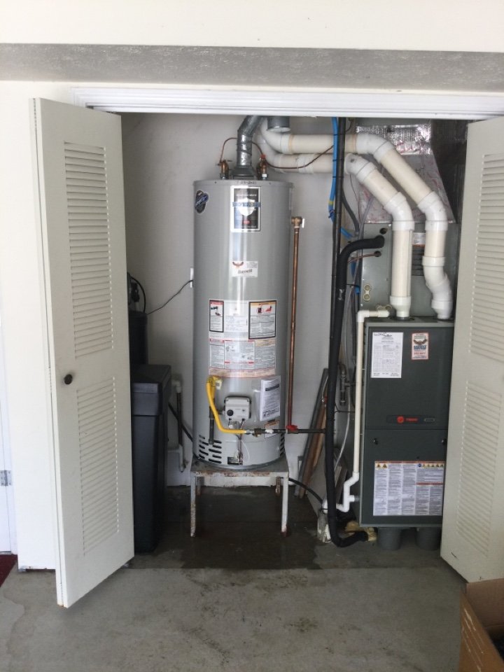 Plainfield, IN - Gas Water heater installed. Bradford white.