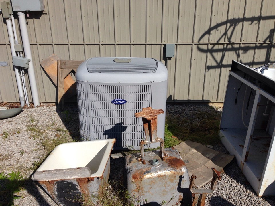 Quincy, IN - COMMERCIAL MAINTENANCE CALL. PRECISION TUNE UP ON CARRIER HEAT PUMP SYSTEM.