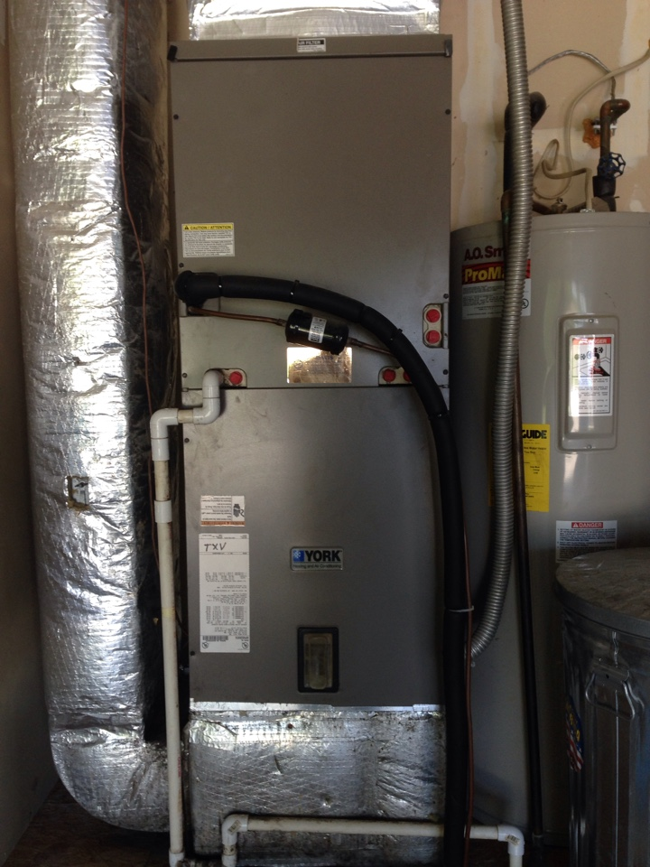Paragon, IN - AIR CONDITIONER SERVICE CALL. LOCATED REFRIGERANT LEAK IN YORK HEAT PUMP SYSTEM