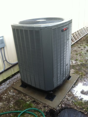 Brownsburg, IN - Cleaning and servicing a Trane heat pump