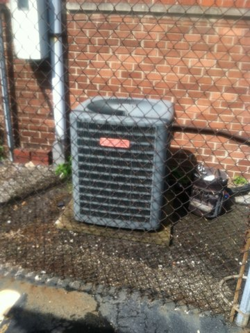 Indianapolis, IN - Cleaning and servicing a goodman air conditioner