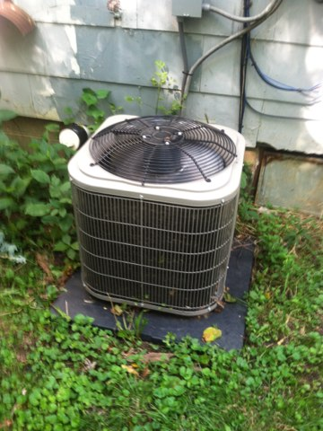 Greencastle, IN - Repairing a Bryant air conditioner