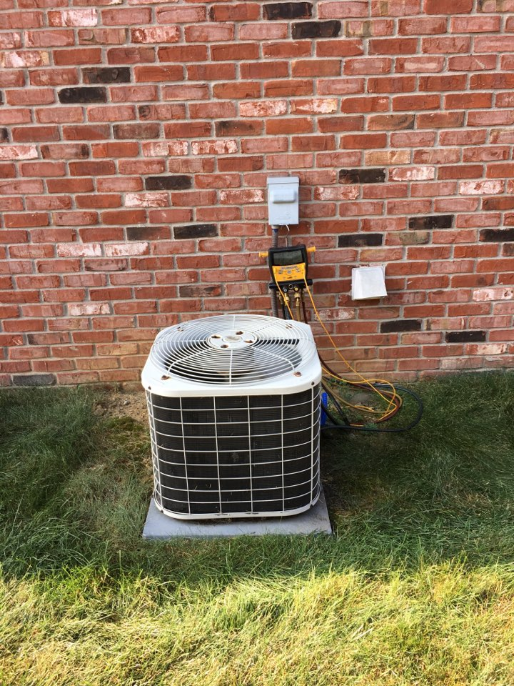 Mooresville, IN - Service call repair on Bryant ac unit.