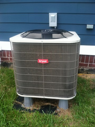 Mooresville, IN - Repairing a Bryant air conditioner