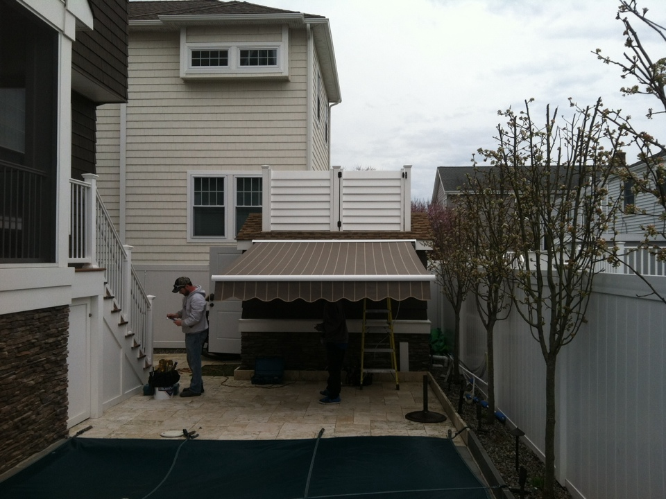 Somers Point, NJ - Wherever you need shade, MiamiSomers is there. Get your retractable awning estimate today!