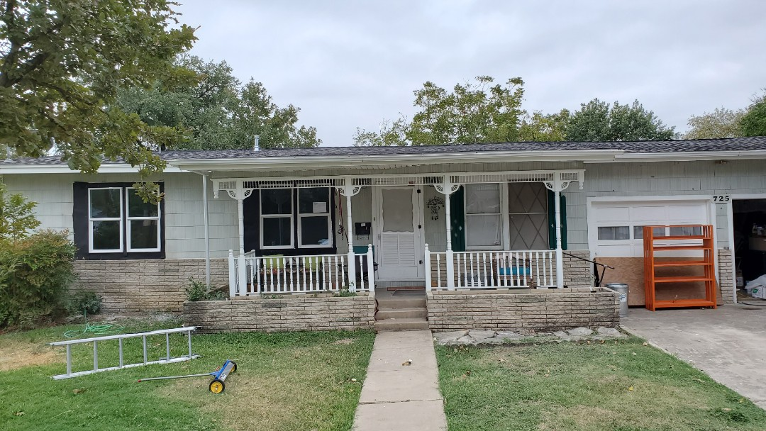 New Braunfels, TX - We installed Pewter Grey GAF Timberline Dimensional shingles on a cute small home being completely remodeled in New Braunfels.