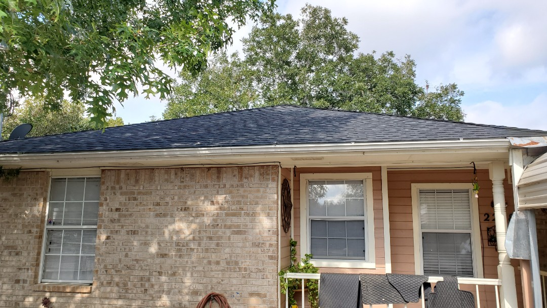 New Braunfels, TX - We installed charcoal GAF Timberline dimensional shingles on a cute home in New Braunfels by the HEB soccer fields.